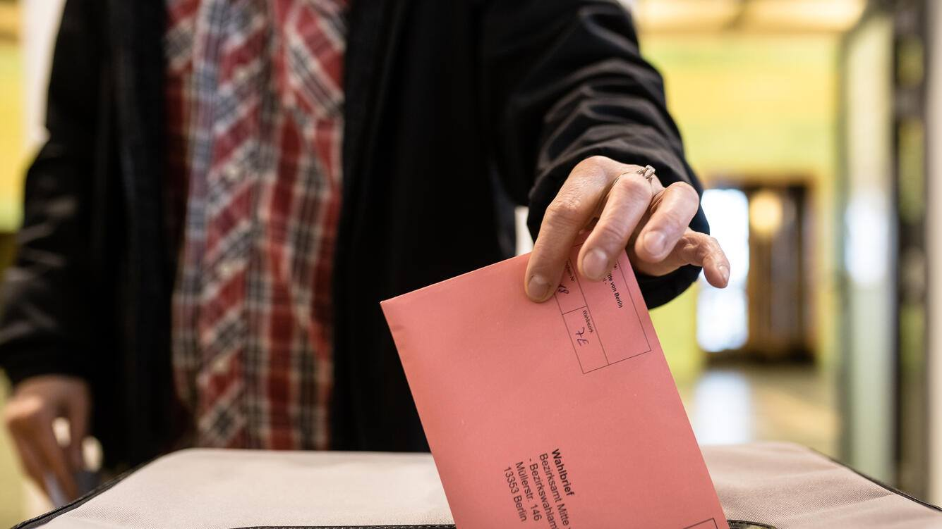 BERLIN, GERMANY - MAY 16: A citizen casting his absentee ballot on May 16, 2019 in Berlin, Germany. Early voting is underway ahead of European parliamentary elections that will take place from May 23 to May 26. (Photo by Till Rimmele/Getty Images)