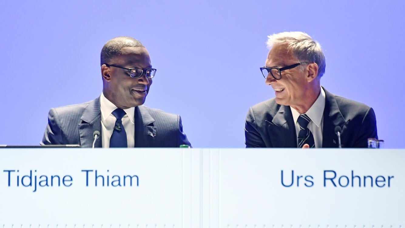 Urs Rohner, right, president of the board of directors of Switzerland's second biggest bank Credit Suisse (CS) and Tidjane Thiam, left,  CEO, during the start of the general assembly at the Hallenstadion in Zurich, Switzerland, Friday, April 27,  2018. (KEYSTONE/Walter Bieri)
