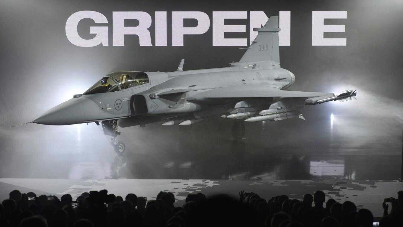 epa05314764 The new E version of the Swedish JAS 39 Gripen multirole fighter is rolled out at the SAAB in Linkoping, Sweden, 18 May 2016. Swedish Defense Minister Peter Hultqvist attended the unveiling of the next generation test aircraft. (KEYSTONE/EPA/ANDERS WIKLUND)