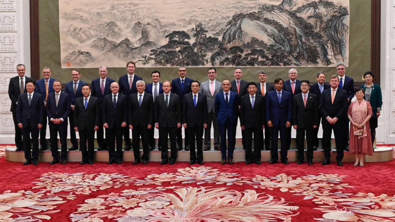 "BEIJING, CHINA - JUNE 20: Chinese Premier Li Keqiang (C) poses for photographs with representatives of  of 7th Round-Table Summit of ""Global CEO Council"" at the Great Hall of the People in Beijing on June 20, 2019.   (Photo by Wang Zhao - Pool/Getty Images)"