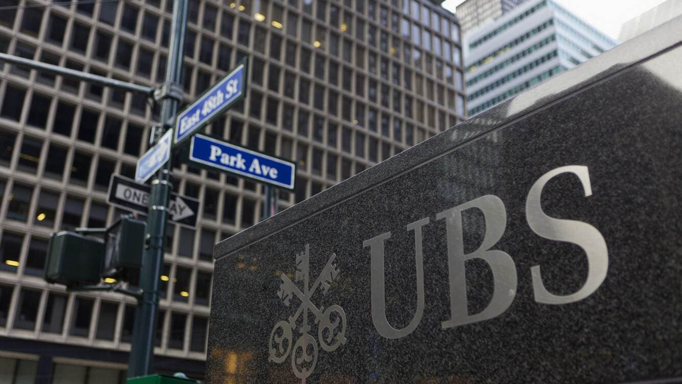 Logo of UBS bank on the building of its branch on Park Avenue in New York City, USA, pictured on January 4, 2012. (KEYSTONE/Martin Ruetschi)Das Logo der UBS AG auf dem Gebaeude ihrer Niederlassung an der Park Avenue in New York City, USA, aufgenommen am 4. Februar 2012. (KEYSTONE/Martin Ruetschi)