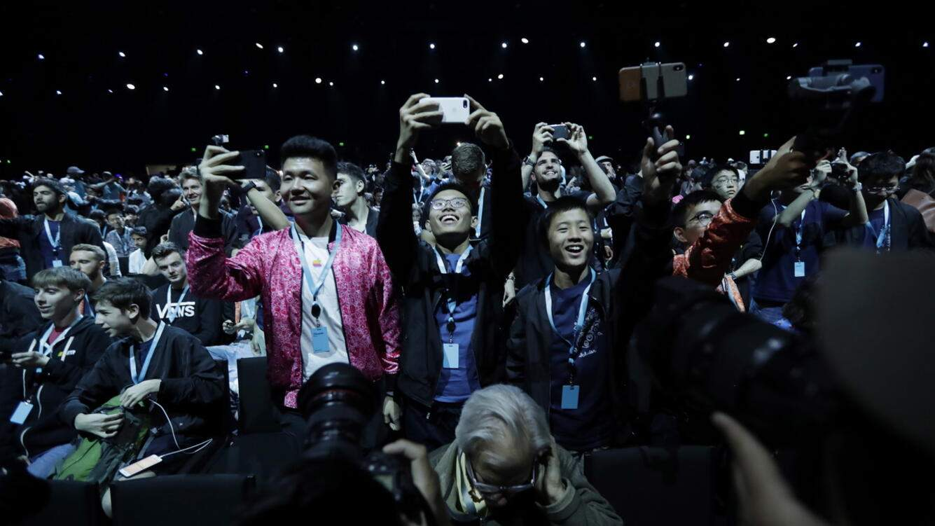 epa07622993 Members of the audience take photos before the start of the keynote address at the Apple World Wide Developers Conference at the McEnery Convention Center in San Jose, California, USA, 03 June 2019. EPA/MONICA DAVEY