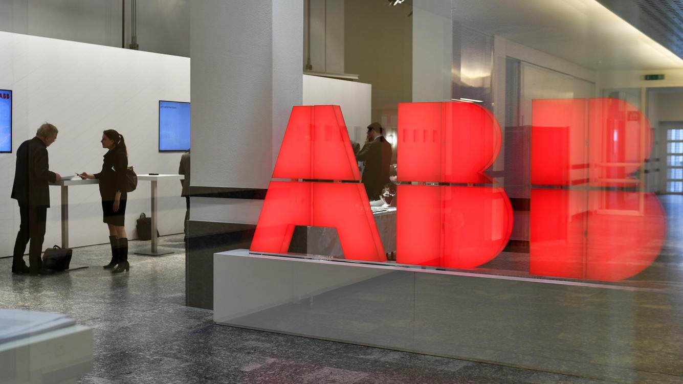 ARCHIV -- ZUM VERKAUF DER STROMNETZSPARTE VON ABB AN HITACHI AM MONTAG, 17. DEZEMBER 2018, STELLEN WIR IHNEN FOLGENDES BILDMATERIAL ZUR VERFUEGUNG -- Press conference ABB Group in Zurich, Switzerland, Wednesday, February 8, 2017. The ABB Group present its fourth-quarter and full-year results for 2016. The ABB Group has decreased its revenue in 2016 by 5 percent to 33,8 billion dollars. (KEYSTONE/Walter Bieri)