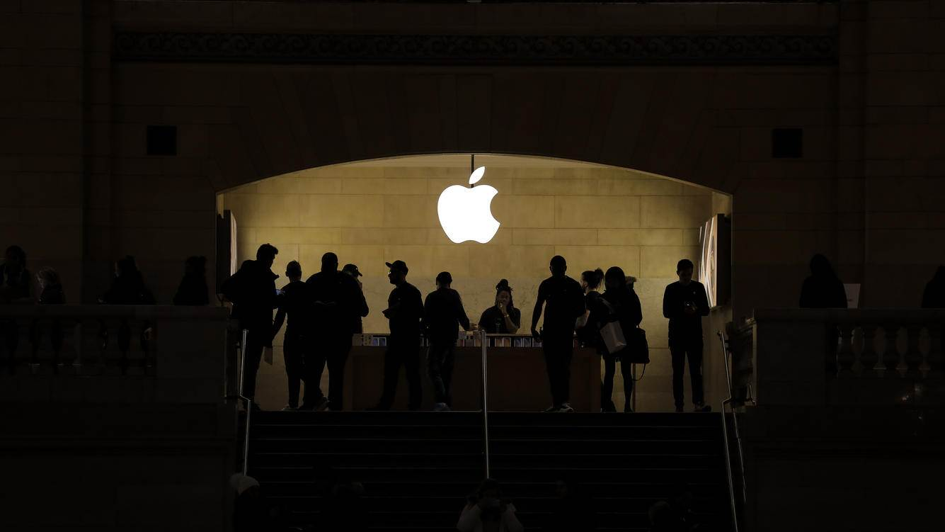 NEW YORK, NY - JANUARY 29: People shop in an Apple retail store in Grand Central Terminal, January 29, 2019 in New York City. Apple is set to report first-quarter earnings results after U.S. markets close on Tuesday. (Photo by Drew Angerer/Getty Images)