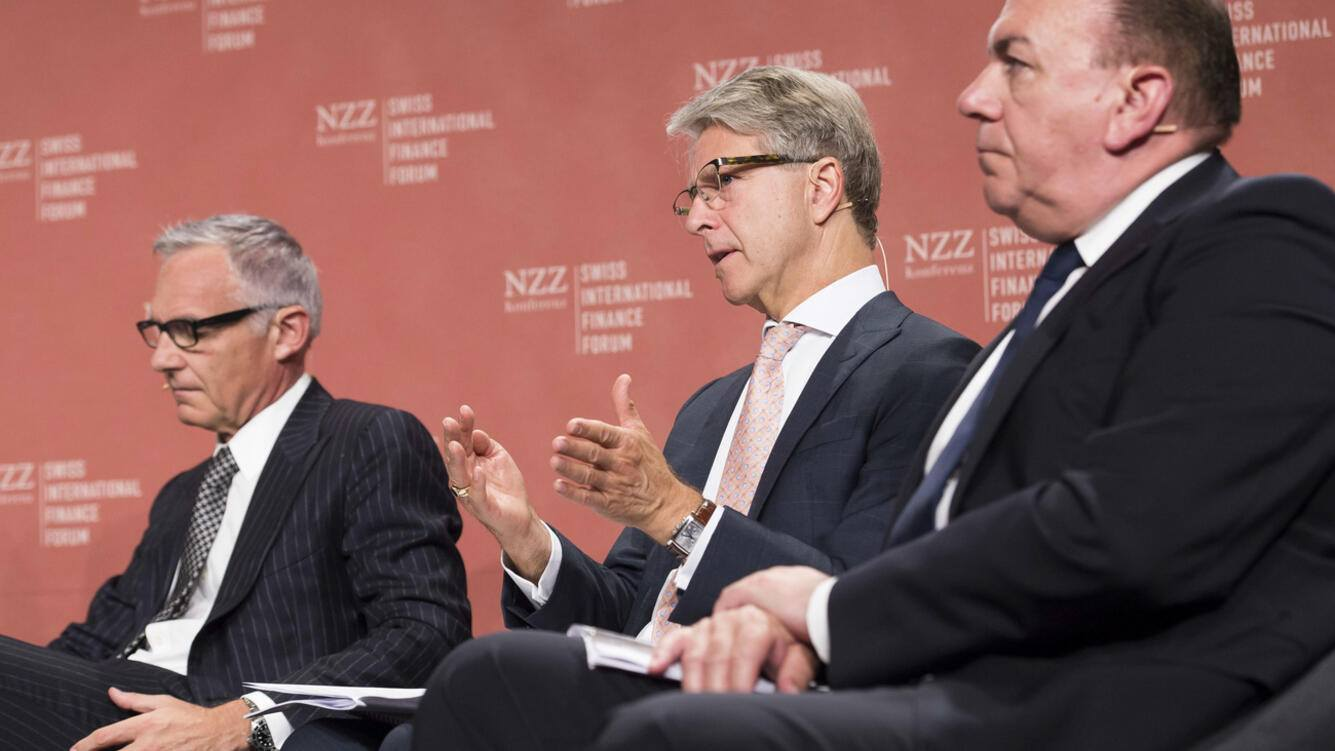 Urs Rohner, Chairman of the Board of Directors Credit Suisse Group AG, Herbert J. Scheidt, Chairman Swiss Bankers Association, and Axel A. Weber, Chairman of the Board of Directors UBS Group AG, from left, talk during a panel session at the 4th Swiss International Finance Forum (SIFF), in Bern, Switzerland, on Tuesday, June 20, 2017. (KEYSTONE/Thomas Delley)..