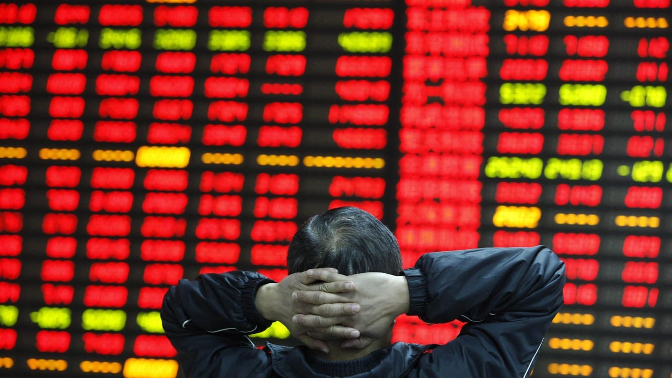 People watchs the eclectic monitor at a stock exchange in Huaibei , Anhui province, China on 10th April 2015. The Shanghai Composite Index climbed back above the 4,000 level and was poised for a fifth weekly increase. The Shanghai Composite rose 1.4 percent, poised for the highest close since March 2008. The CSI300 index rose 1.2 per cent. For this week, they looked set for gains of 3.9 per cent and 3.4 percent, respectively. (Photo by Jie Zhao/Corbis via Getty Images)