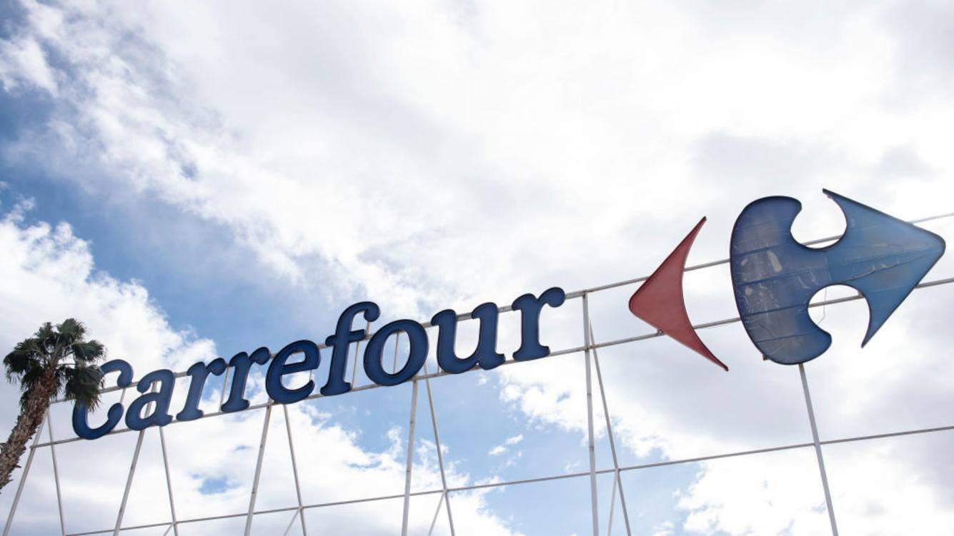SAN JUAN, ALICANTE, COMUNIDAD VALENCIANA, SPAIN - 2018/10/30: French multinational supermarket chain, Carrefour, logo seen in Spain. (Photo by Miguel Candela/SOPA Images/LightRocket via Getty Images)