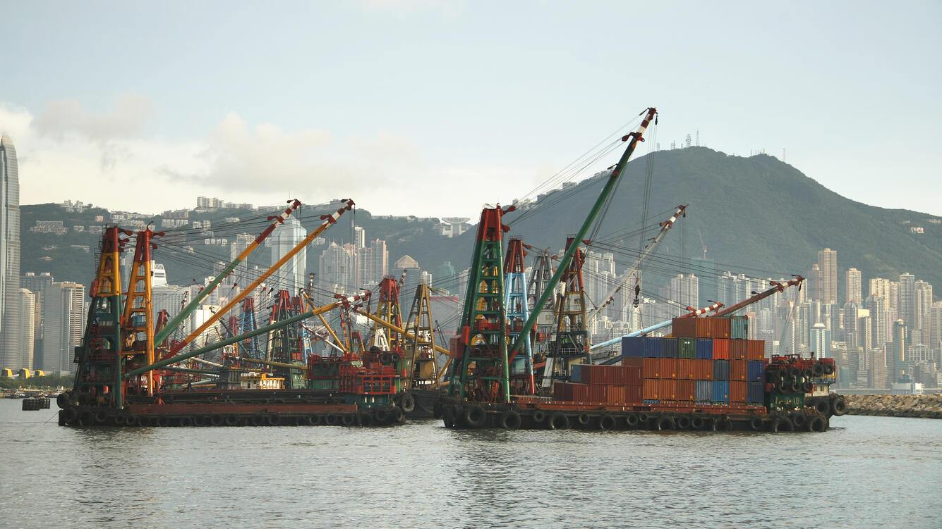 """Floating cranes with containers in Kowloon, Hongkong"""