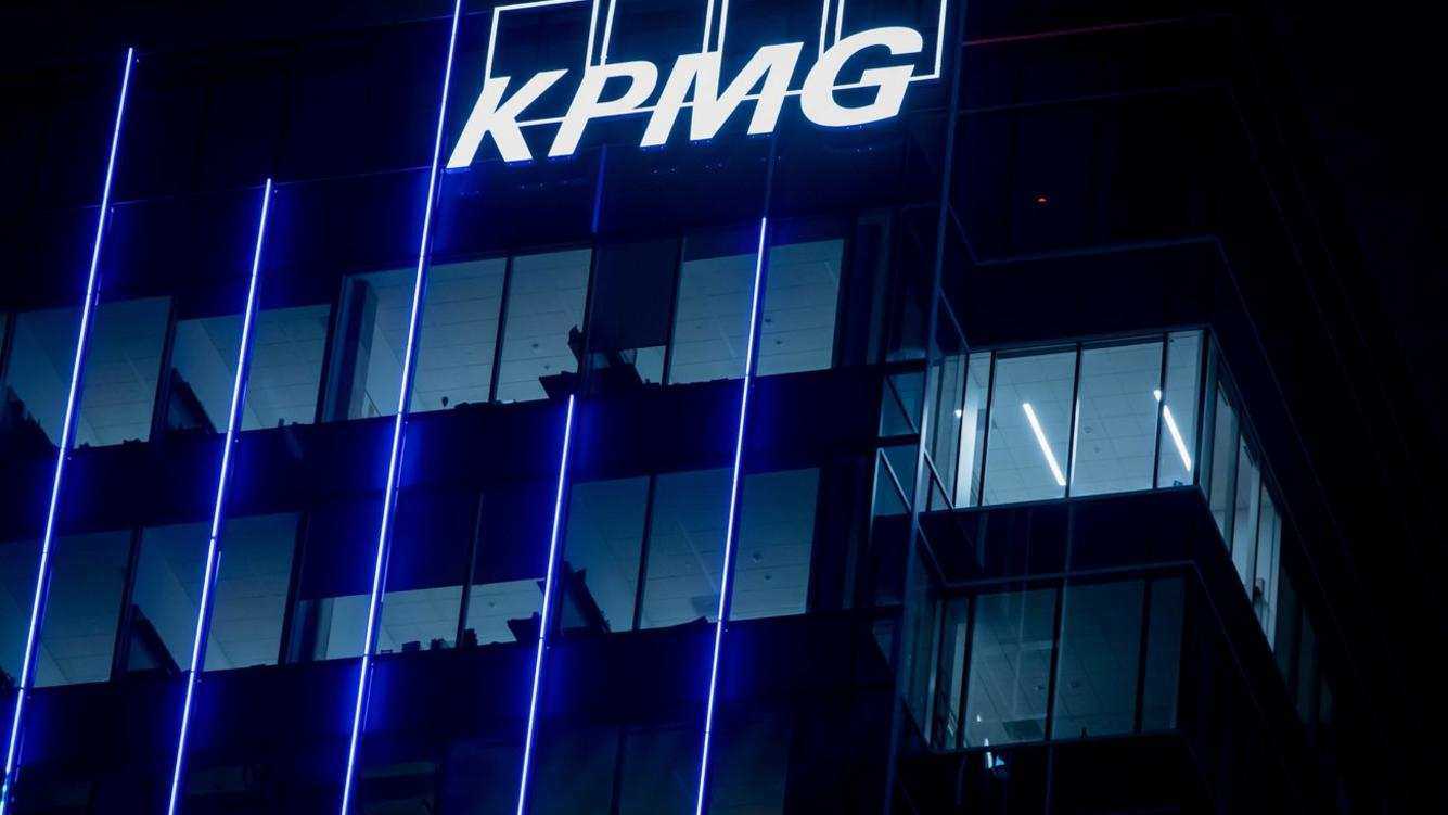 The illuminated KPMG Plaza tower in downtown Dallas, in October 2018. | usage worldwide (KEYSTONE/DPA/Frank Duenzl)
