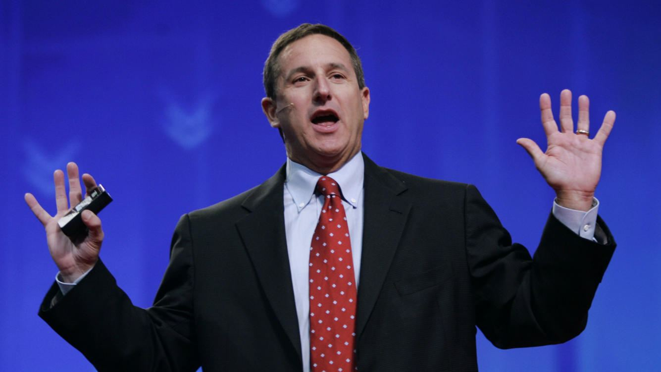 "Hewlett Packard CEO Mark Hurd gestures during a keynote address at the Oracle Open World conference in San Francisco, Tuesday, Oct. 24, 2006. Hurd said Tuesday it is ""doubtful"" that HP will ever return to the days of 22% to 23% revenue growth.  (AP Photo/Paul Sakuma)"