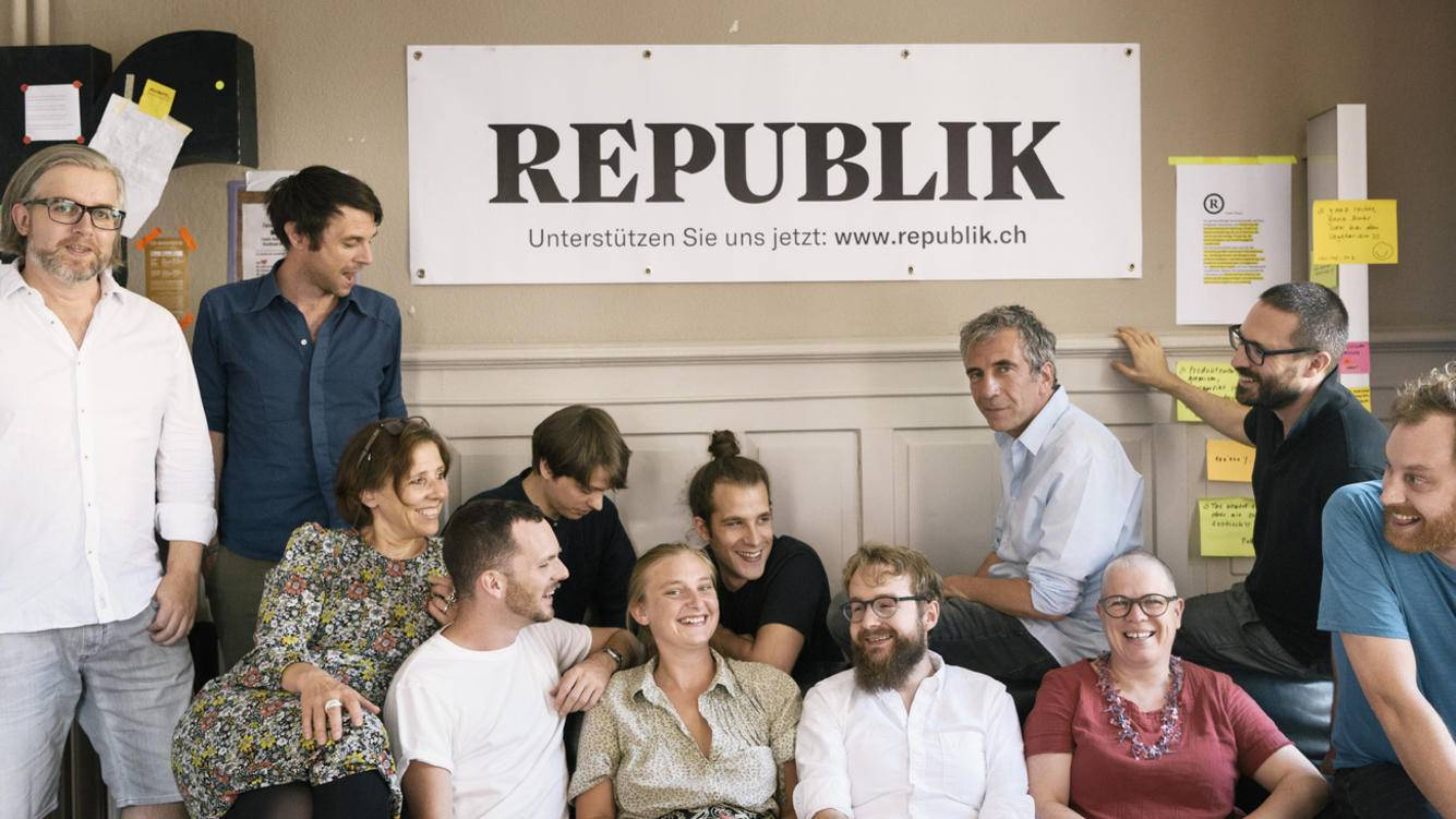 "Members of the crew of the digital magazine ""Republik"", which was established by the cooperative ""Project R"", pictured at their office in the Hotel Rothaus in Zurich, Switzerland, on July 18, 2017. (KEYSTONE/Christian Beutler)  Mitglieder der Crew des digitalen Magazins ""Republik"" der Genossenschaft ""Project R"", aufgenommen am 18. Juli 2017 im Hotel Rothaus in Zuerich, wo das Magazin seinen Sitz hat. (KEYSTONE/Christian Beutler)"