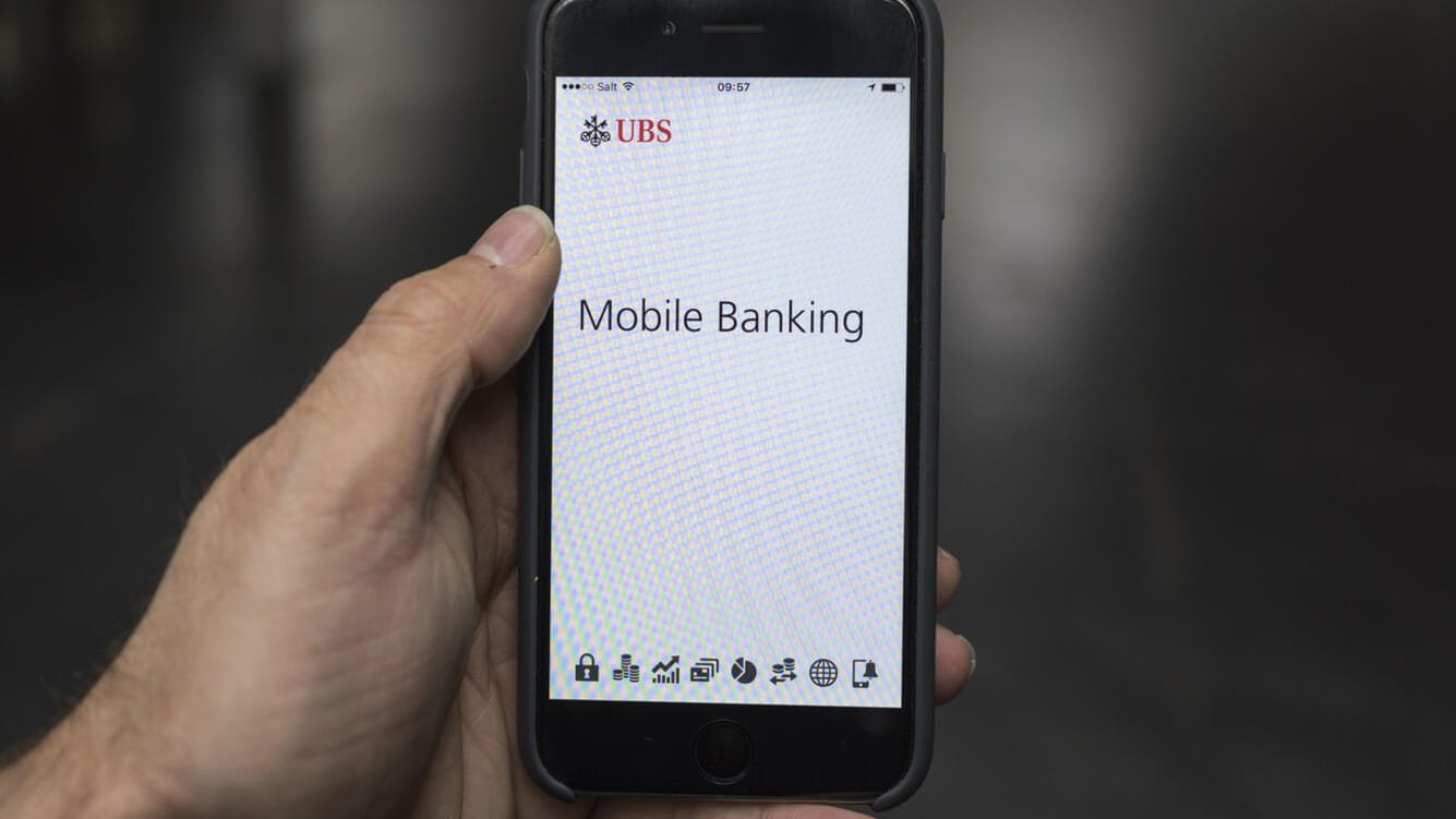 The UBS Mobile Banking app, an e-banking application by Swiss bank UBS, photographed on a smart phone in Zurich, Switzerland, on January 5, 2016. (KEYSTONE/Christian Beutler) Die UBS Mobile Banking App, eine E-Banking Applikation, aufgenommen auf einem Smartphone am 5. Januar 2016 in Zurich. (KEYSTONE/Christian Beutler)