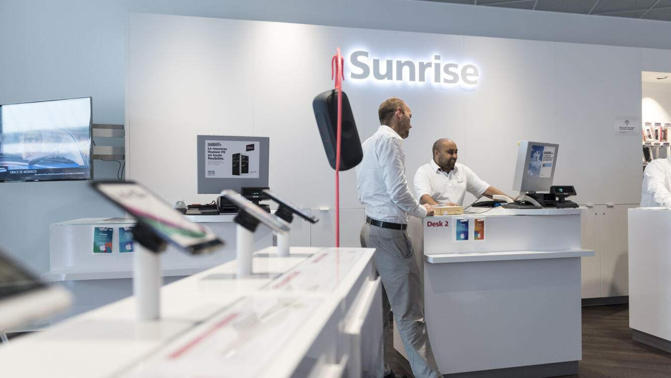 A shop of the telecommunications provider Sunrise Communications at the shopping center En Felezin in Romanel-sur-Lausanne, Canton of Vaud, Switzerland, pictured on July 6, 2015. (KEYSTONE/Christian Beutler)