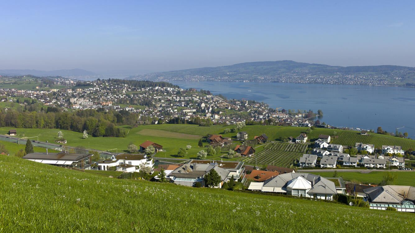 A view of Wollerau, in the canton of Schwyz, Switzerland, pictured on April 9, 2011. (KEYSTONE/Martin Ruetschi)