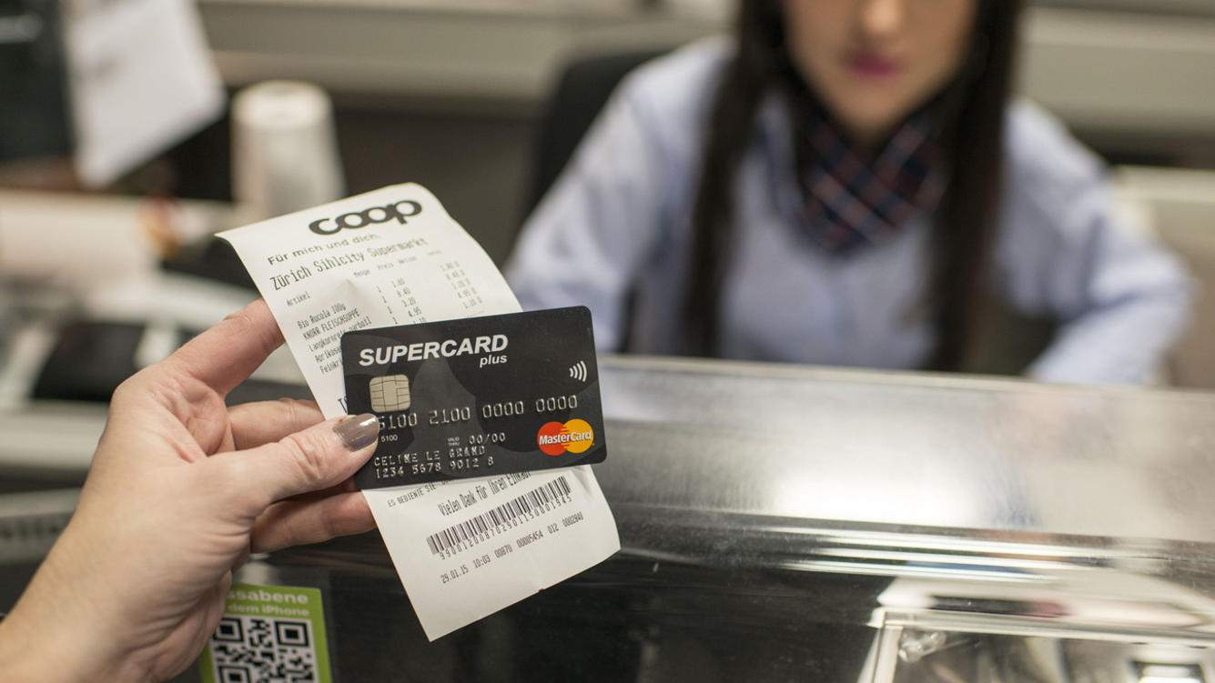 A Supercard Plus Mastercard at Coop Sihlcity in Zurich, Switzerland, pictured on January 29, 2015. (KEYSTONE/Christian Beutler)Eine Supercard Plus Mastercard im Coop Sihlcity, aufgenommen am 29. Januar 2015 in Zuerich. (KEYSTONE/Christian Beutler)