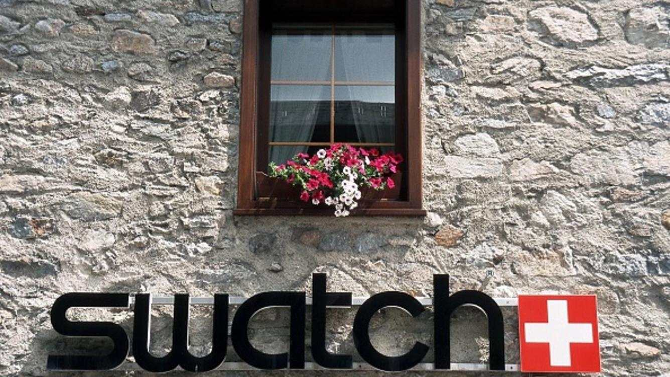 (GERMANY OUT) Logo des Uhrenherstellers Swatch Group AG an einem Haus in Italien. Firmenzeichen; Firmensignet; Signet. . (Photo by Jüschke/ullstein bild via Getty Images)