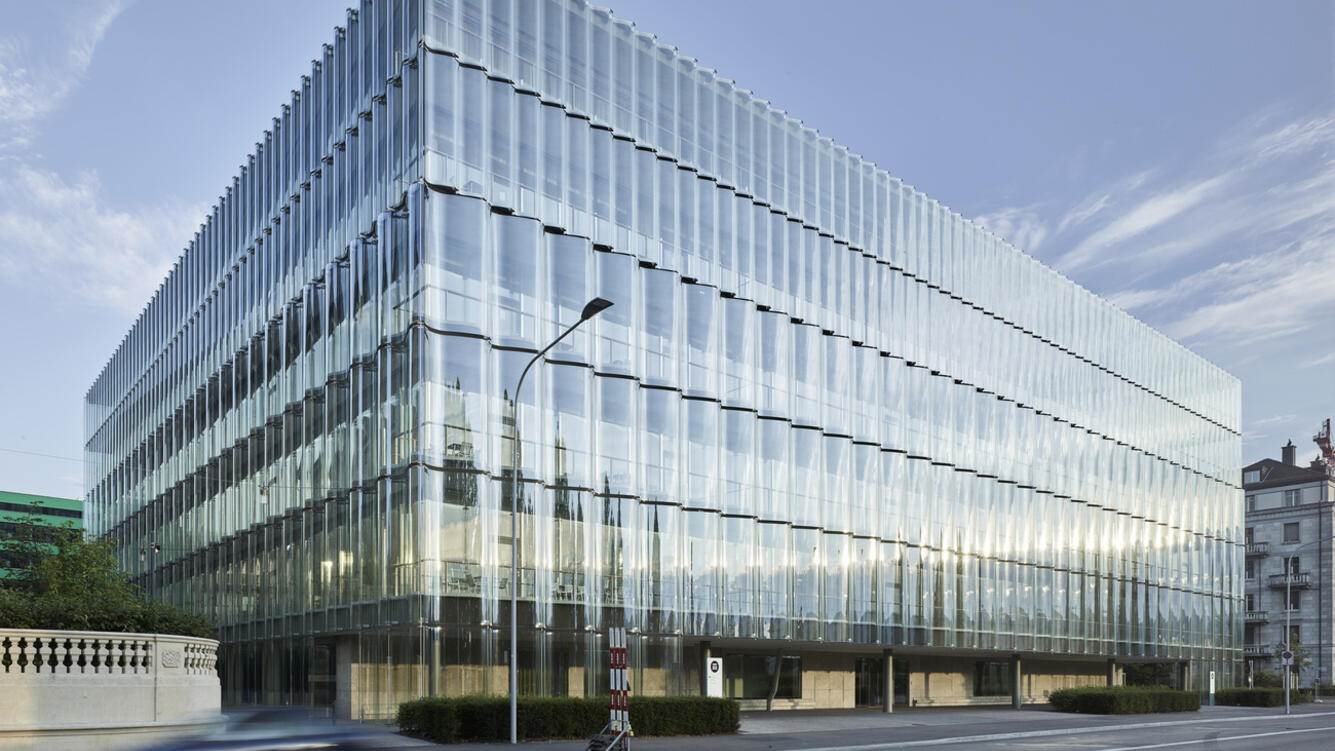 """Exterior view of the building Swiss Re Next, the main building of reinsurance company Swiss Re in Zurich, Switzerland, pictured on May 29, 2018. Swiss Re Next by architectural firm Diener and Diener was completed in 2017 and the reinsurance company is planning more new buildings as well as renovations of its existing buildings for its corporate headquarters """"Campus Mythenquai"""", thus centralizing its offices for all of Switzerland's Swiss Re employees. (KEYSTONE/Christian Beutler)"""