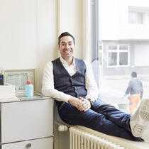 Mike Baur, 41, co-founder & executive chairman of the Swiss Startup Factory in the video and photo studio of his office. Zurich, Switzerland, November 9, 2016. Photo Assignment ID: 46202 Slug: SWISSBANK Status: Assigned Publication: WSJ Daily Section: C - Money and Investing..CREDIT: Elisabeth Real for The Wall Street Journal..Slug: SWISSBANK (KEYSTONE/Elisabeth Real)
