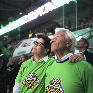Geo Mantegazza, former chairman of the Lugano hockey club, right, next to his daughter Vicky Mantegazza, president of the Lugano hockey club, is celebrated for his 90th birthday, before the preliminary round game of National League Swiss Championship 2018/19 between HC Lugano and Geneve-Servette HC, at the ice stadium Corner Arena in Lugano, Switzerland, Thursday, November 15, 2018. (KEYSTONE/Ti-Press/Alessandro Crinari)