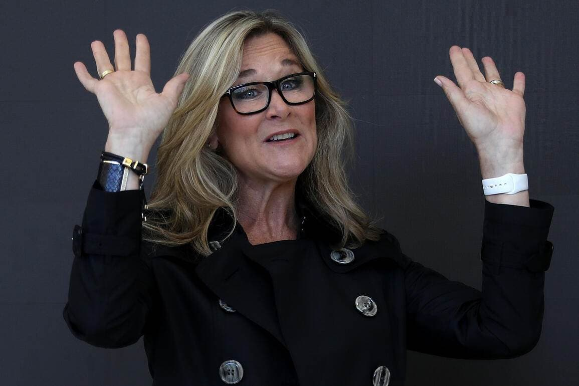 Angela_Ahrendts_Apple2