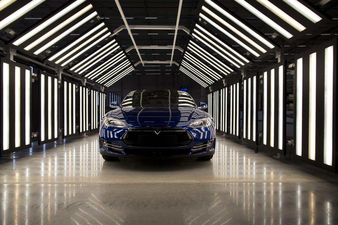 A Tesla Model S automobile stands in a light tunnel during quality control checks ahead of European shipping from the Tesla Motors Inc. factory in Tilburg, Netherlands, on Thursday, Oct. 8, 2015. Tesla said it delivered 11,580 vehicles in the third quarter, meeting its target after Chief Executive Officer Elon Musk handed over the first Model X sport utility vehicles just before the end of the period. Photographer: Jasper Juinen/Bloomberg