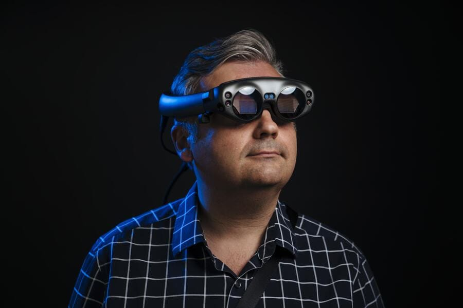 SAN FRANCISCO, CA - AUGUST 29: The Washington Post via Getty Images technology columnist, Geoffrey A. Fowler, reviews the Magic Leap One in San Francisco, California on August 29, 2018.