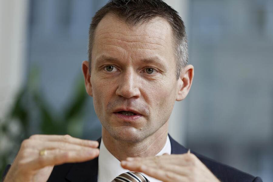 Daniel Kalt, UBS chief economist Switzerland, responsible for UBS Switzerland's research publications for private and corporate clients, pictured on January 5, 2012, in Zurich. Kalt regularly holds presentations on a wide spectrum of topics at UBS client events and seminars, and appears on Swiss TV, radio stations and in print media. (KEYSTONE/Martin Ruetschi)