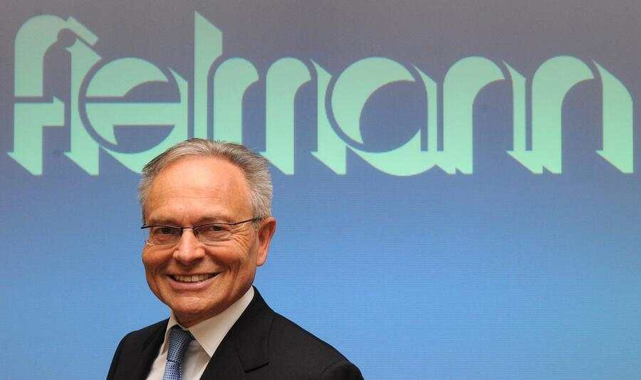 epa02136087 Guenther Fielmann, CEO of Fielmann AG, smiles at the optician chain's balance press conference in Hamburg, Germany, 29 April 2010. Fielmann increased its sales by 4.4 per cent to 1.5 million glasses in the first quarter of 2010. The turnover increased by 4.8 per cent to 237.14 million Euros.  EPA/MARCUS BRANDT