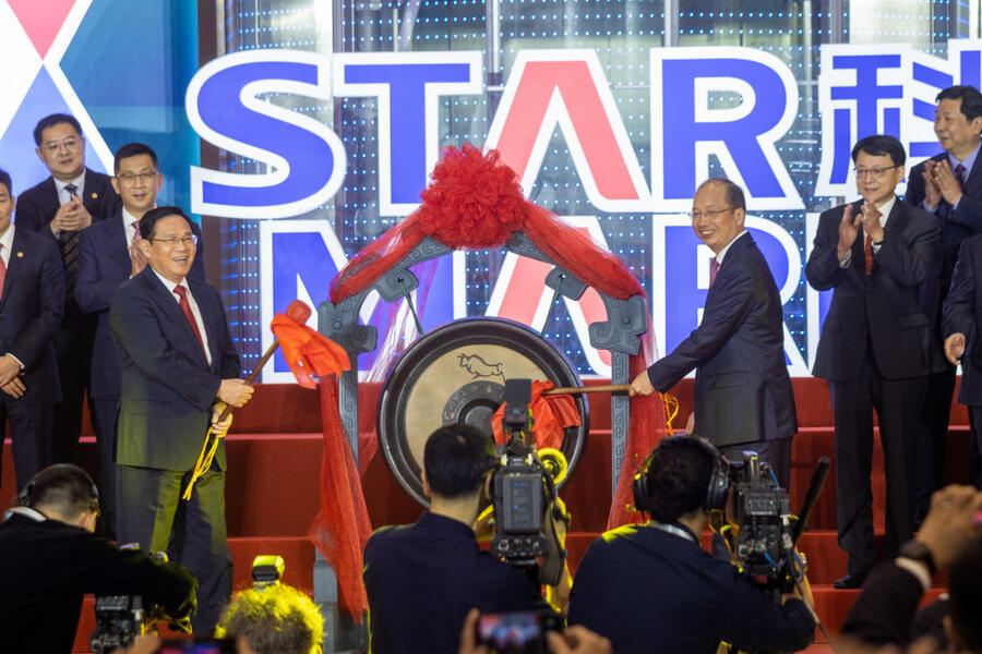 SHANGHAI, CHINA - JULY 22: Shanghai Party Secretary Li Qiang (L) and Yi Huiman, Chairman of the China Securities Regulatory Commission, strike a gong during the listing ceremony of the first batch of companies on the SSE STAR Market at Shanghai Stock Exchange (SSE) on July 22, 2019 in Shanghai, China. China's STAR (short for 'science and technology innovation board') Market, started trading at the Shanghai Stock Exchange on Monday. (Photo by Wu Jun/Visual China Group via Getty Images)