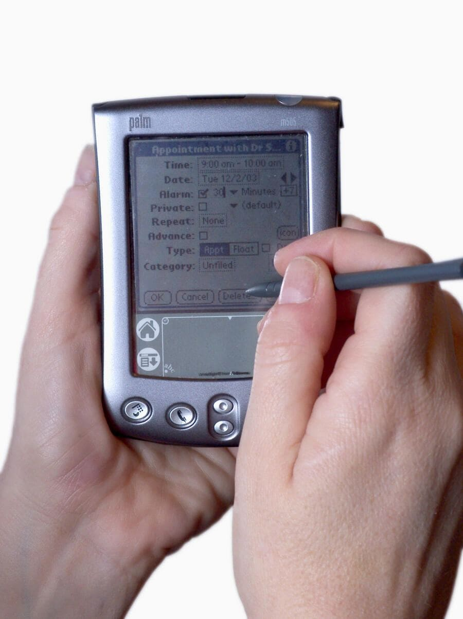 A Palm Pilot, showing the screen and magnetic pen of the PDA. (KEYSTONE/SCIENCE PHOTO/Scott Camazine) ===  ===