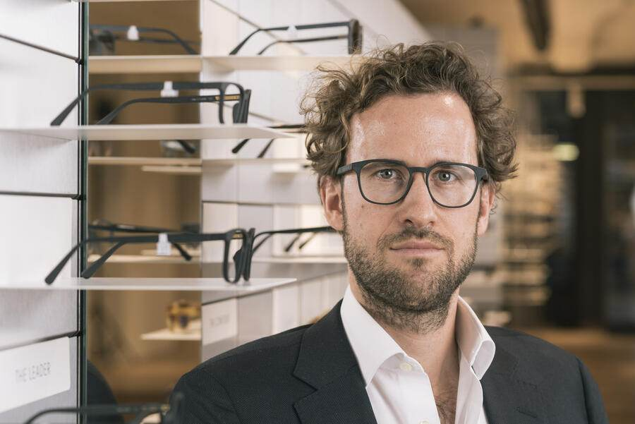 Kilian Wagner, co-founder and executive director of VIU Eyewear AG, a Swiss label for glasses, poses for a photograph at the Viu store at Schoffelgasse in Zuerich, Switzerland, on November 28, 2017. (KEYSTONE/Christian Beutler)Kilian Wagner, Mitbegruender und Geschaeftsfuehrer des Schweizer Brillenlabels Viu Eyewear AG, posiert am 28. November 2017 fuer ein Portrait im VIU Laden an der Schoffelgasse in Zuerich. (KEYSTONE/Christian Beutler)