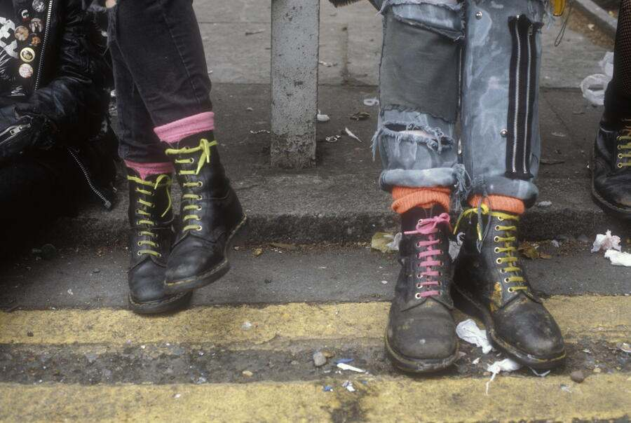 Punks hanging out on the Kings Road, London 1983. (Photo by: PYMCA/Universal Images Group via Getty Images)