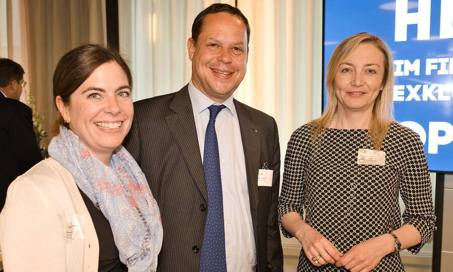 Andrea von Bartenwerffer, Heas Issuer Relations Securities & Exchanges, SIX; Marc Klingelfuss, Bank Vontobel AG; Valeria Ceccarelli, Head Primary Markets Securities & Exchanges, SIX