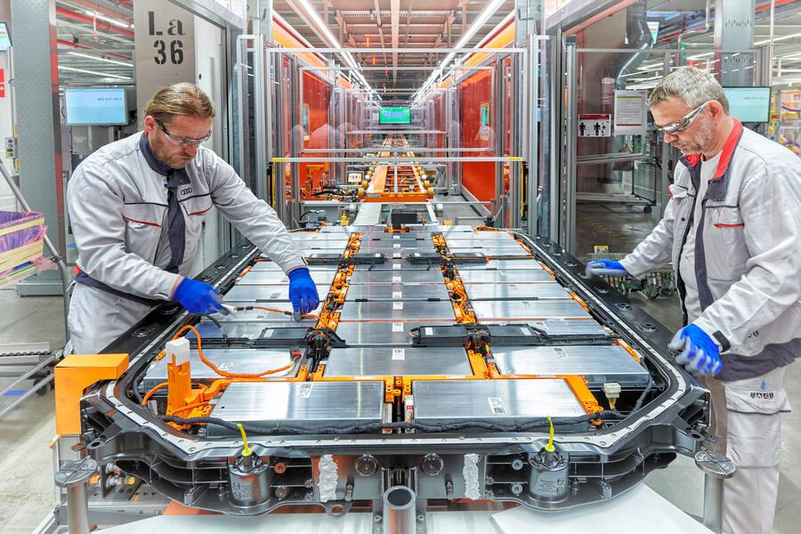 Audi Brussels, battery assembly: Running highvoltage cable