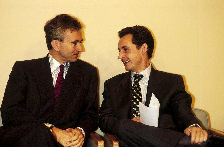 FRANCE - OCTOBER 19:  Bernard Arnault And Nicolas Sarkozy At 'Woman Of The Year 94' Prize On October 19th, 1994.  (Photo by Alexis DUCLOS/Gamma-Rapho via Getty Images)