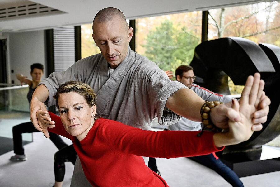 10.11.2019; Zürich; BILANZ - Shaolin Mönch Shi Xing Mi; Shaolin Mönch Shi Xing Mi (Walter Gjergia) während seinem Workshop Meditations-Retreats (Ancient wisdom for the modern times) im Grand Hotel Dolder in Zürich. © Valeriano Di Domenico