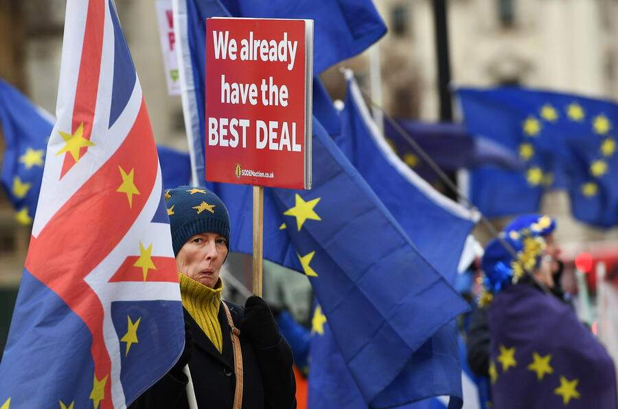 Pro EU protesters demonstrate outside of the parliament calling for a People's Vote in London, Britain, 18 December 2018. It is one hundred days to Brexit. Britain will leave the European Union 29 March. Britain's opposition Labour Party leader Jeremy Corbyn has tabled a motion of no confidence in Prime Minister Theresa May, after she said MPs would not vote on the Brexit deal until 14 January 2019.  EPA/ANDY RAIN