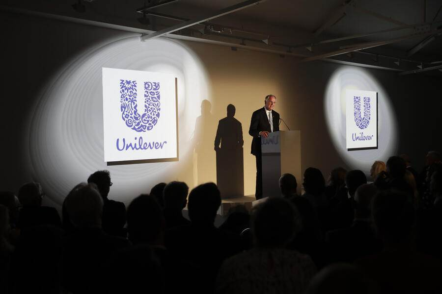 The Dutch CEO of Unilever Paul Polman gives a speech at the launch of the New Plastics Economy Innovation Prize at the Saatchi Gallery in London, Thursday, May 18, 2017. The Ellen MacArthur Foundation, in collaboration with the Prince's International Sustainability Unit announced the launch of the $2 million New Plastics Economy Innovation Prize on Thursday, which aims to come up with new ways to design packaging to help keep plastics out of the ocean. (AP Photo/Matt Dunham, Pool)