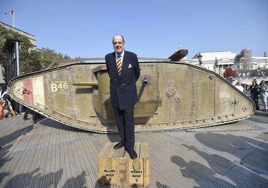 epa05540611 Nicholas Soames, grandson of Sir Winston Churchill stands next to a replica of the First World War Mark IV tank in Trafalgar Square, London, Britain, 15 September 2016. The Mark IV tank from the Tank Museum was on display to mark the 100th anniversary of the first use of a tank in battle, during the Somme Offensive in 1916.  EPA/FACUNDO ARRIZABALAGA