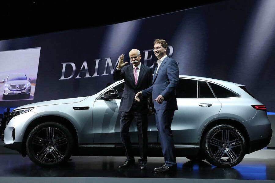 Dieter Zetsche, outgoing chief executive officer of Daimler AG, left, poses for photographs with Ola Kallenius, incoming chief executive officer of Daimler AG, during the automaker's annual general meeting in Berlin, Germany, on Wednesday, May 22, 2019