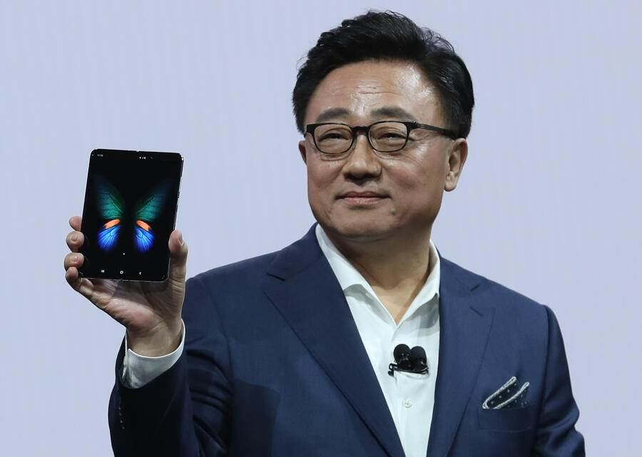 SAN FRANCISCO, CALIFORNIA - FEBRUARY 20: Samsung's Mobile Division President and CEO DJ Koh holds the new Samsung Galaxy Fold smartphone during the Samsung Unpacked event on February 20, 2019 in San Francisco, California. Samsung announced a new foldable smartphone, the Samsung Galaxy Fold, as well as a new Galaxy S10 and Galaxy Buds earphones. (Photo by Justin Sullivan/Getty Images)