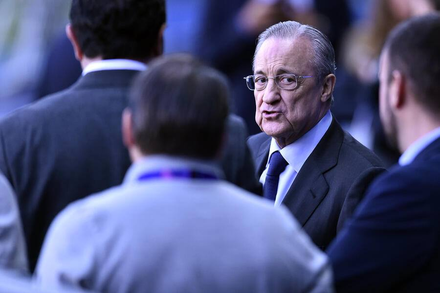 PARIS, FRANCE - SEPTEMBER 17: Real Madrid President Florentino Perez looks on during a Real Madrid training session prior to the UEFA Champions League group A match against Real Madrid at Parc des Princes on September 17, 2019 in Paris, France. (Photo by Aurelien Meunier/Getty Images)