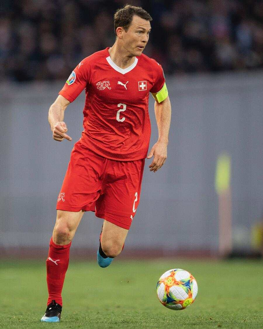 Switzerland's Stephan Lichtsteiner play the ball during the UEFA Euro 2020 qualifying Group D soccer match between Georgia and Switzerland at the Dinamo Arena in Tbilisi, Georgia, Saturday, 23 March 2019. (KEYSTONE/Ennio Leanza)