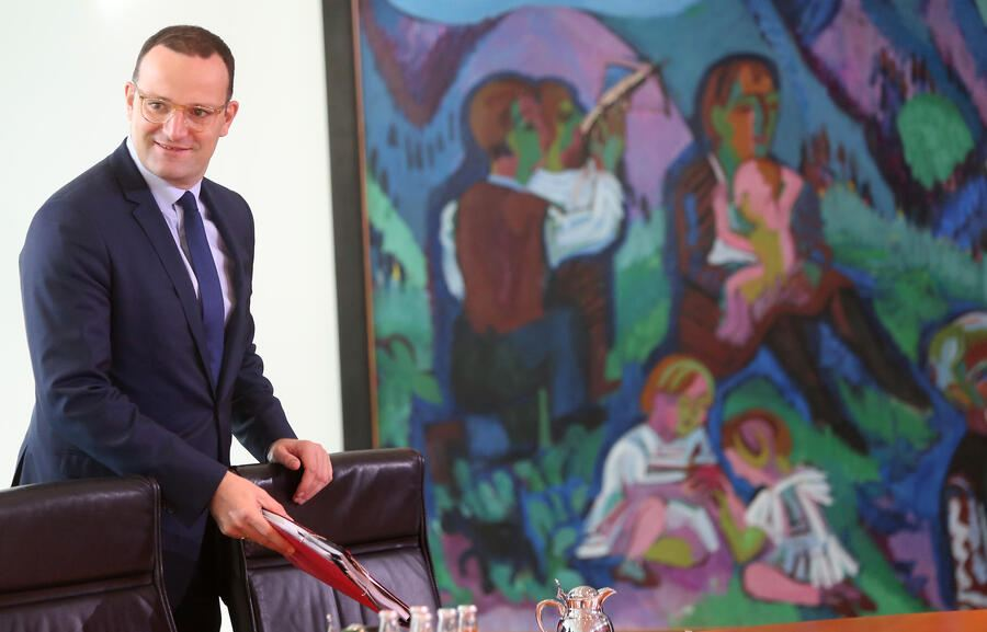 BERLIN, GERMANY - SEPTEMBER 26:  Health Minister Jens Spahn (CDU) arrives for the weekly German federal Cabinet meeting on September 26, 2018 in Berlin, Germany. High on the meeting's agenda was discussion of improving patient health care services.  (Photo by Adam Berry/Getty Images)
