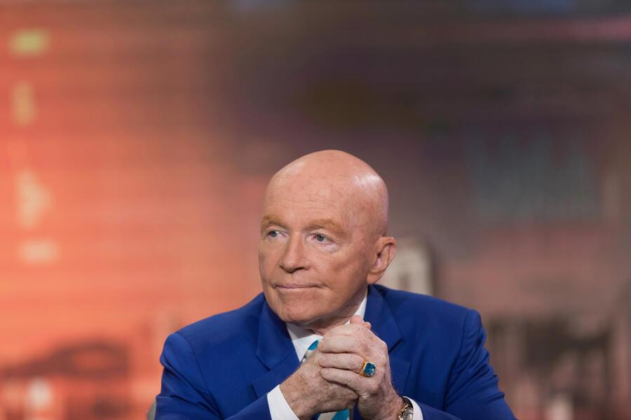 Mark Mobius, executive chairman of Templeton Emerging Markets Group, listens during a Bloomberg Television interview in Hong Kong, China, on Friday, Jan. 26, 2018. Emerging-market equities will climb to a new high this year amid stronger currencies and higher commodity prices, Mobiussaid in his final interview before retiring next week. Photographer: Justin Chin/Bloomberg