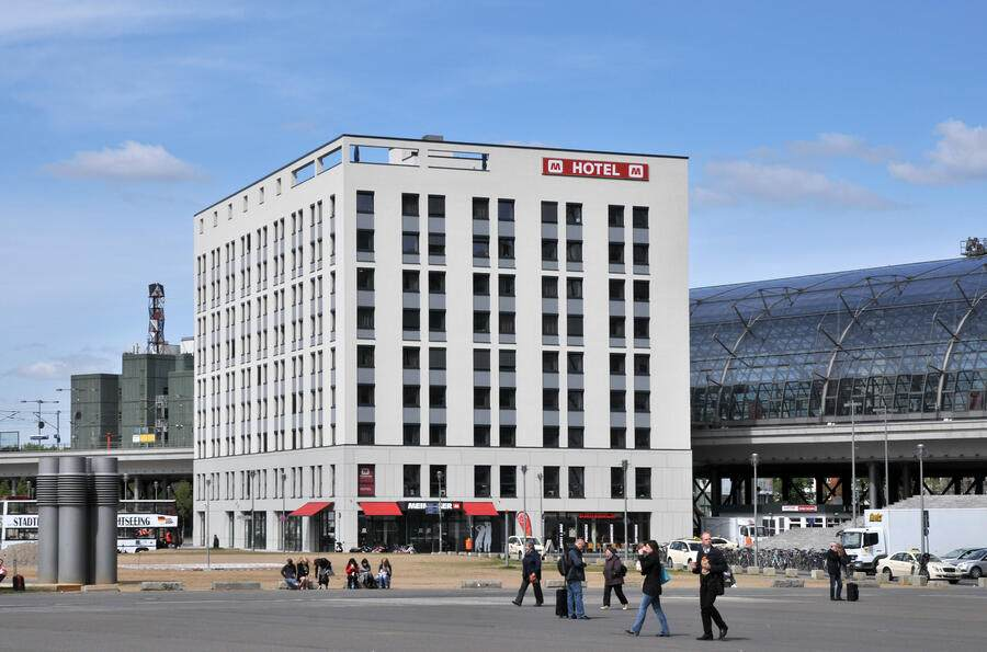 (GERMANY OUT) Germany Berlin Tiergarten (Mitte) - Hotel 'M Meininger' at the square 'Los-Angeles-Platz' at the main station  (Photo by Schöning/ullstein bild via Getty Images)
