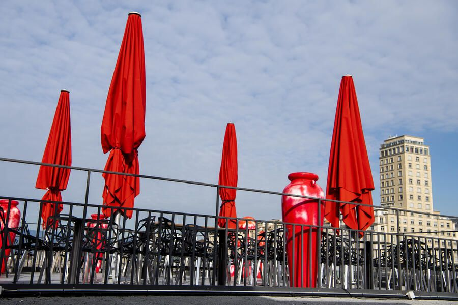A closed bar terrace is pictured in Lausanne, Switzerland, March, Tuesday 17, 2020.The Swiss authorities proclaimed on 16 March a state of emergency in an effort to halt the spread of the coronavirus and (Covid-19) disease. The state of emergency will last until 19 April. The government declared that all entertainment and leisure businesses will shut down. Grocery stores, and hospitals will remain open and new border controls will be put in place. (KEYSTONE/Jean-Christophe Bott)
