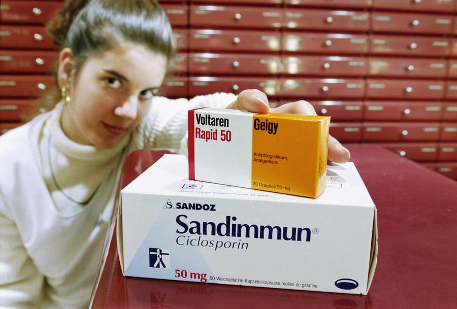 Topseller of Ciba-Geigy is Voltaren, top, and sells for 1.54 Billion Swiss Francs, Sandoz' topseller Sandimmun which sell for 1.42 Billion Swiss Francs in 1996. Swiss chemical companies Ciba-Geigy and Sandoz are going to merge as announced March 7, 1996 in Basel, Switzerland. (KEYSTONE/Michael Kupferschmidt)