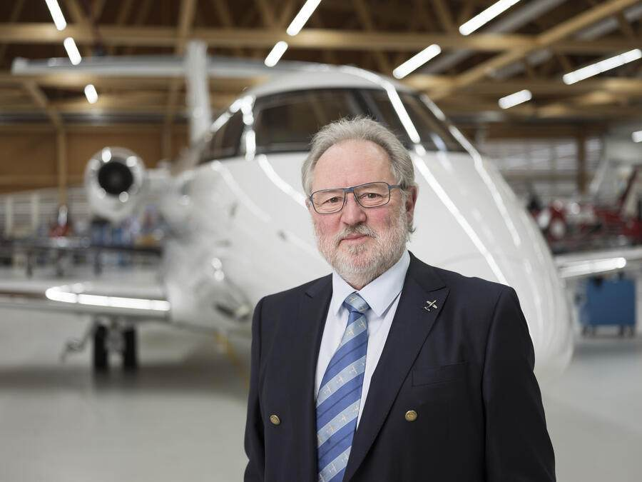 Portrait of Oscar J. Schwenk, president of the board of directors of Pilatus Aircraft Ltd., taken in front of a Pilatus aircraft type PC-24 at Pilatus' assembly hall in Stans, Switzerland, on February 11, 2019. (KEYSTONE/Christian Beutler)Oscar J. Schwenk, Verwaltungsratspraesident der Pilatus Flugzeugwerke AG, portraitiert am 11. Februar 2019 in der Montagehalle von Pilatus vor einem Flugzeug des Typs Pilatus PC-24 in Stans. (KEYSTONE/Christian Beutler)