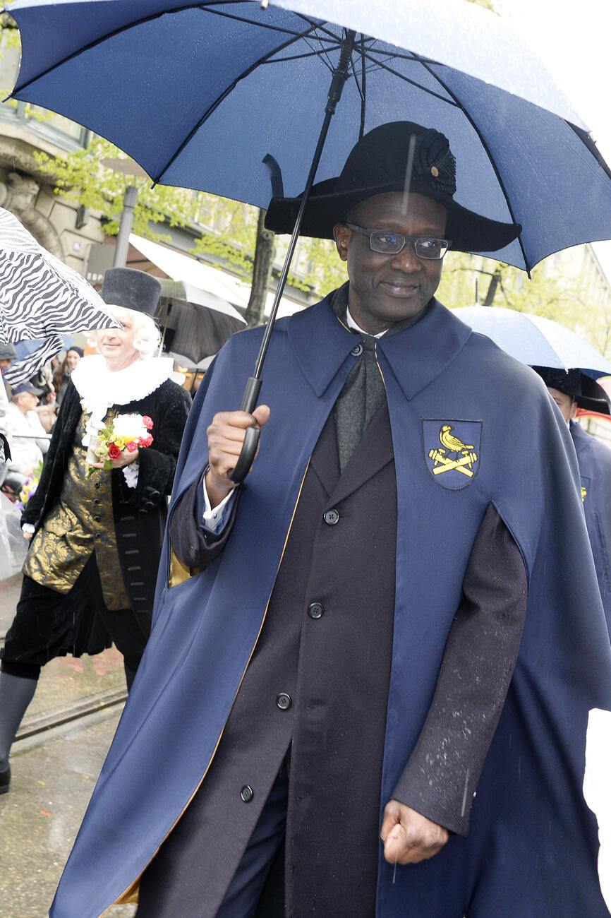 "Tidjane Thiam, CEO Credit Suisse Group, beim traditionellen Umzug, dem ""Zug der Zuenfte"", am Sechselaeuten in Zuerich, am Montag, 18. April 2016. (KEYSTONE/Walter Bieri)"